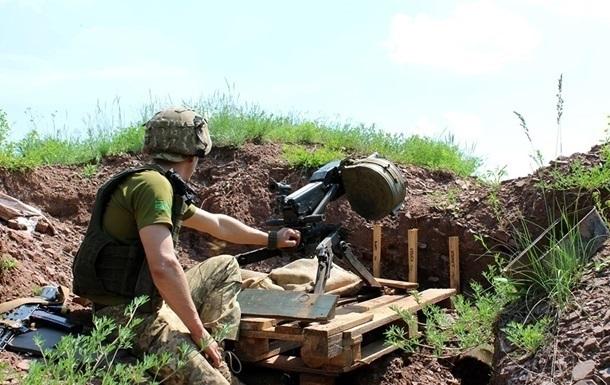 На Донбассе за сутки 34 обстрела, ранены три бойца