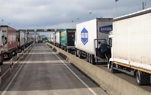 Путін зняв заборону на транзит українських товарів
