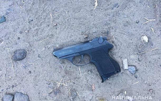 У Києві чоловік відкрив стрілянину посеред вулиці, є поранений
