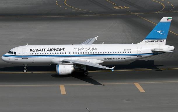 Пасажирський літак врізався в аеропорт у Франції