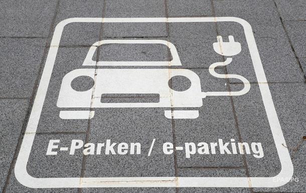 С июля электрозарядки на парковках будут обязательными