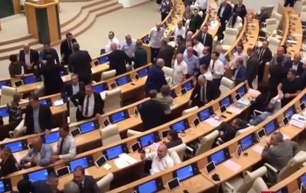 У парламенті Грузії сталася бійка