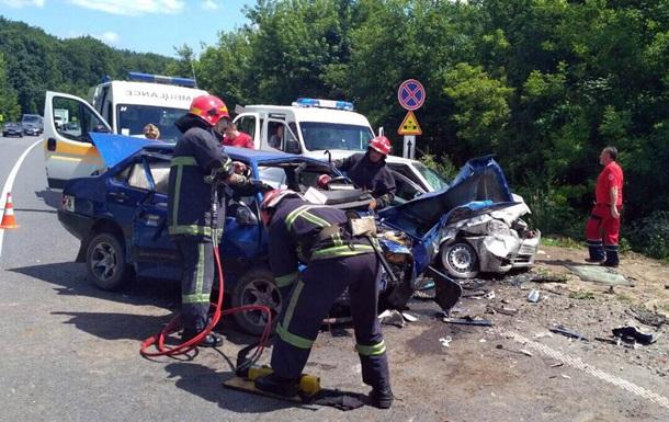 Под Хмельницким шесть человек пострадали в ДТП