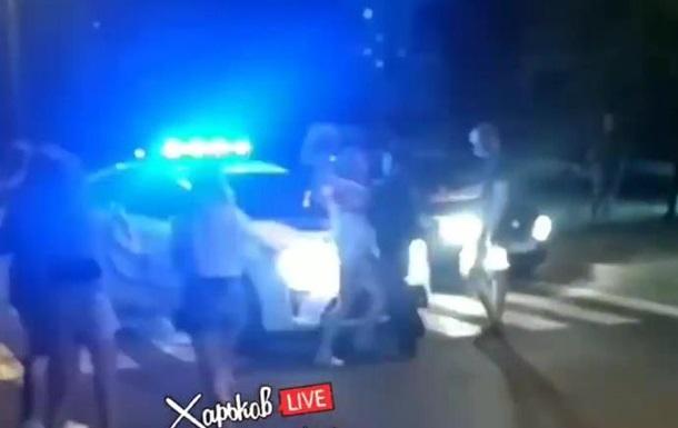 В Харькове девушка ударила патрульного
