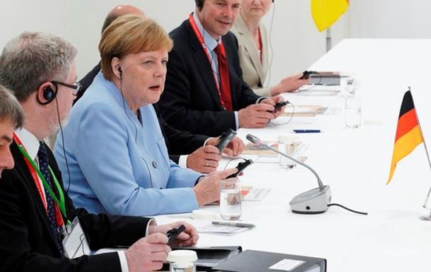 Трамп і Меркель обговорили підтримку реформ в Україні