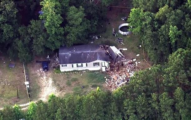 У США літак упав на житловий будинок: є жертви