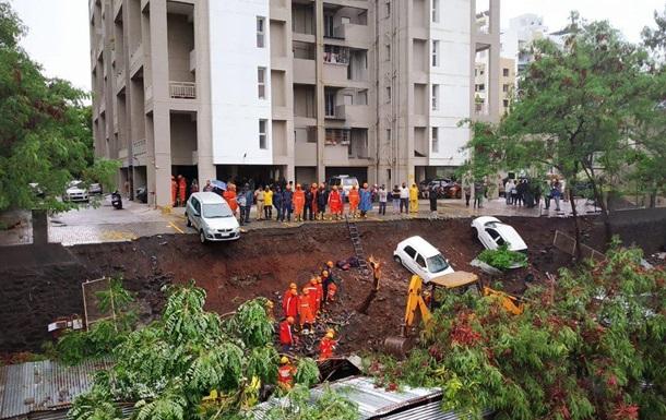 В Индии рухнула стена вокруг дома: 17 жертв