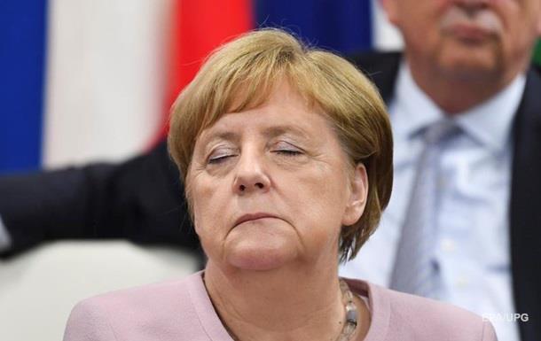 Меркель потерялась во времени и рассказала о дрожи