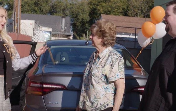 Порносайт подарував машину постійному глядачу з інвалідністю