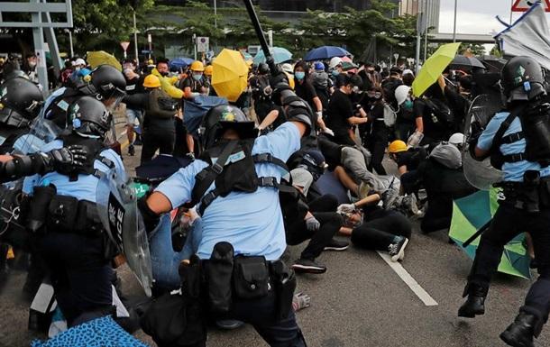 У Гонконзі поліція застосувала силу проти демонстрантів