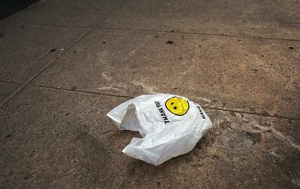Во Львове ограничивают продажу пластиковых пакетов