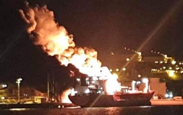 У турецькому порту вибухнув танкер, є жертви