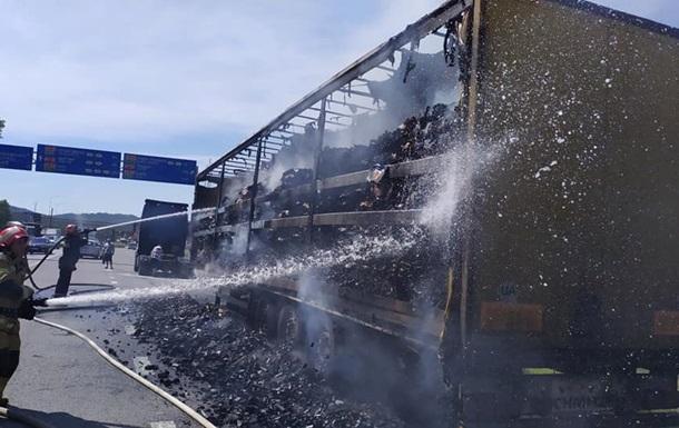 Возле Львова в грузовике из-за жары загорелся уголь