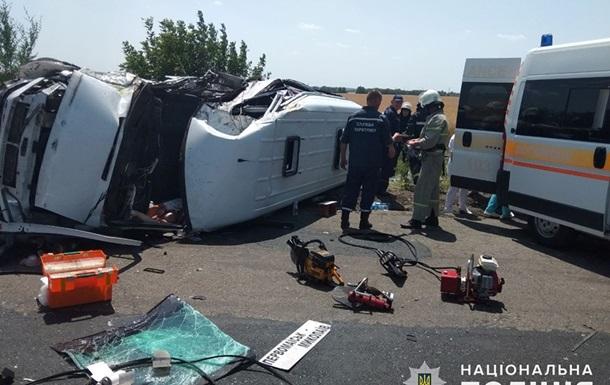 ДТП з маршруткою на Миколаївщині: загинула пасажирка, 15 постраждалих
