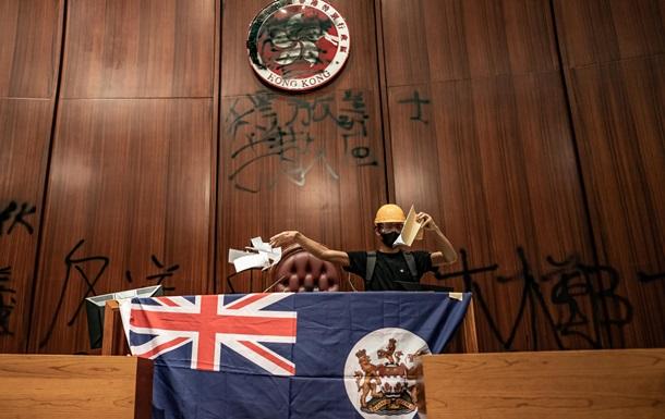 Протесты в Гонконге. Заняли парламент и победили