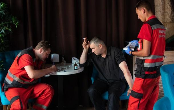 В Киеве посетители отказались платить в ресторане и ударили охранника ножом