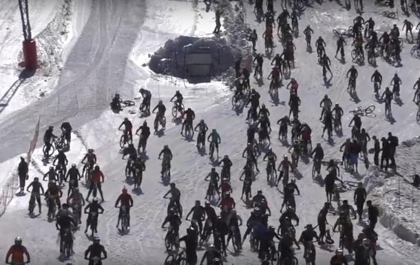 Велосипедисты провели экстремальную гонку с  Адской горы