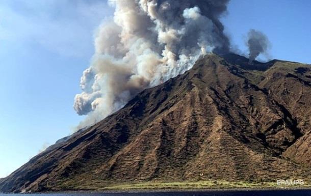 В Італії під час виверження вулкана загинув турист