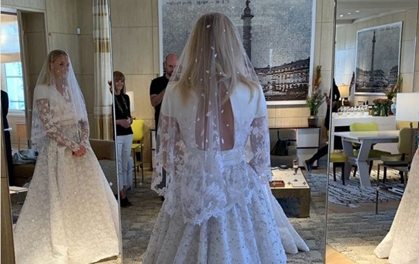 З явилися фото  Санси Старк  у весільній сукні