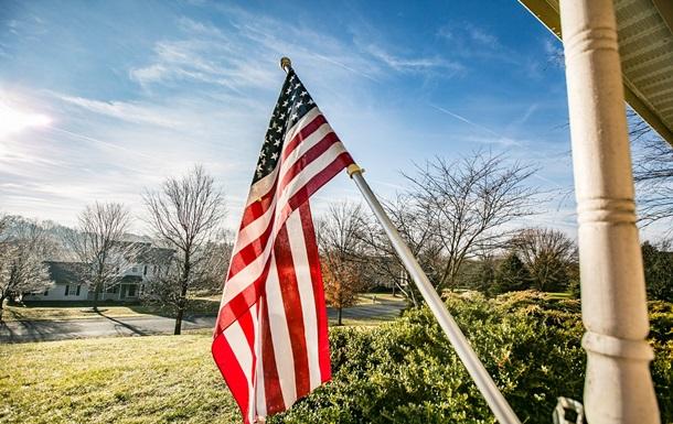 Флаг США сожгли на глазах у Трампа