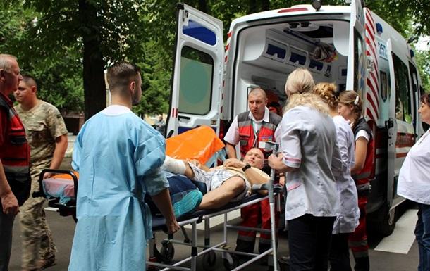 В Киев авиацией доставили 12 раненых военных