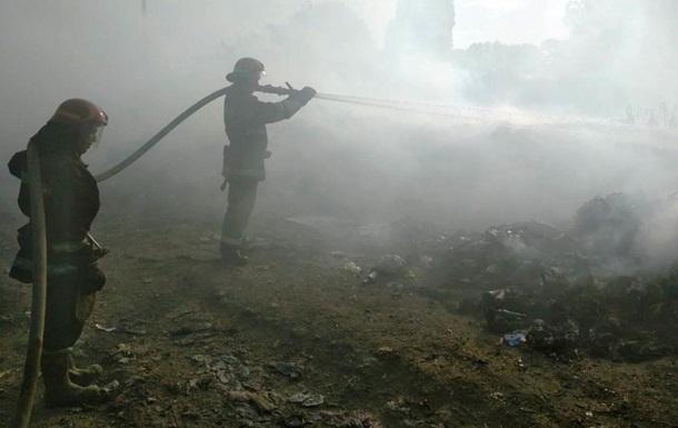 У Дніпропетровській області гасять масштабну пожежу на сміттєзвалищі