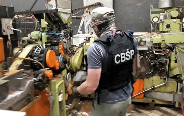 У Польщі на нелегальній сигаретній фабриці затримали 12 українців