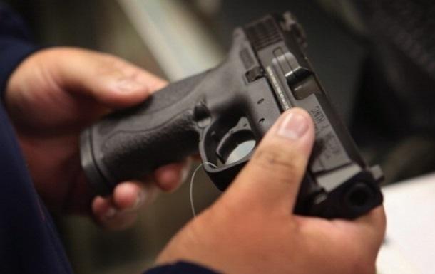 Боец Нацгвардии продал восемь пистолетов за 400 тысяч