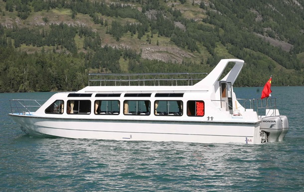 Судно с туристами перевернулось в Черном море