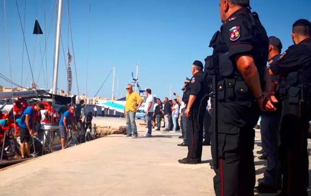 К берегам Италии пришло новое судно с мигрантами