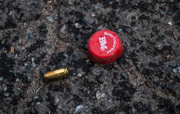 У Києві чоловік відкрив стрілянину з пістолета по трьох хлопцях