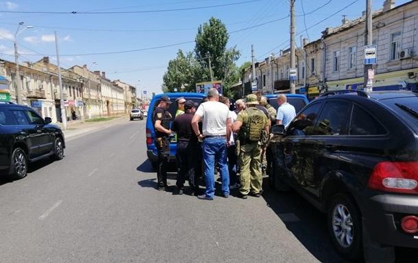 Полиция со штурмом освободила двух заложниц в Одессе