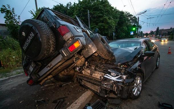 ДТП в Киеве: военные раздавили легковушку