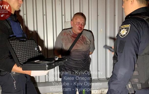 В Киеве пьяный водитель повредил пять авто и бросался с ножом