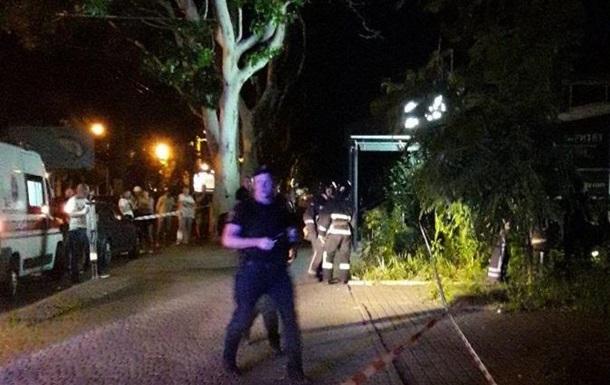 Погоня в Одессе: водитель сбил людей и погиб, въехав в дерево