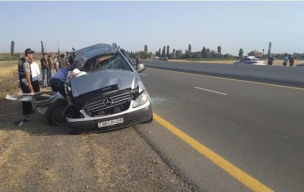 В Азербайджане микроавтобус попал в ДТП: восемь жертв