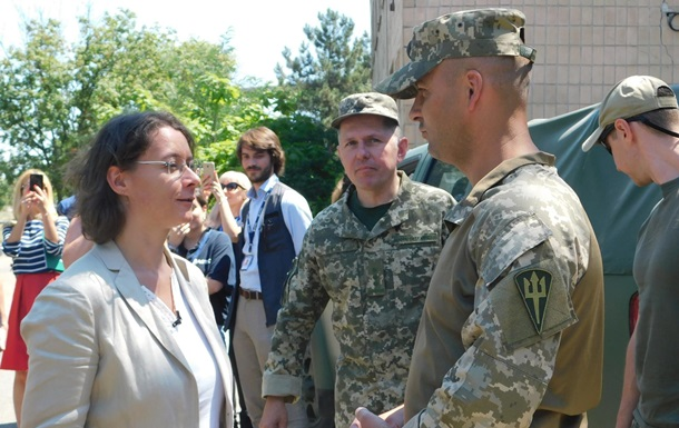 Посол Франции посетила район проведения ООС на Донбассе