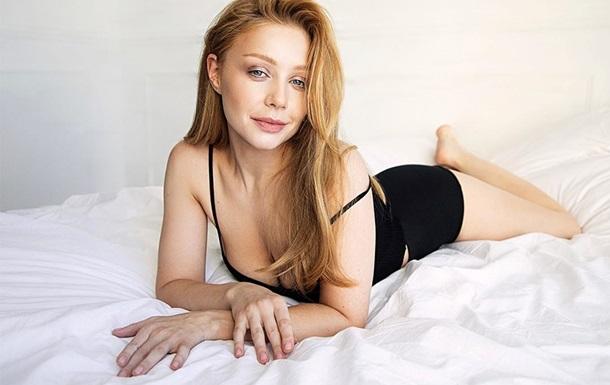 Тина Кароль обнажила грудь во время съемки