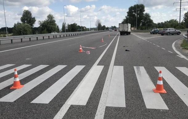 Під Києвом на одному переході за добу збили двох жінок