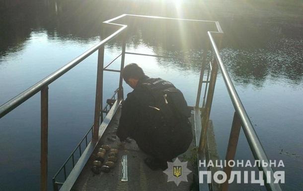 В озері Львова виявили пакет з гранатами