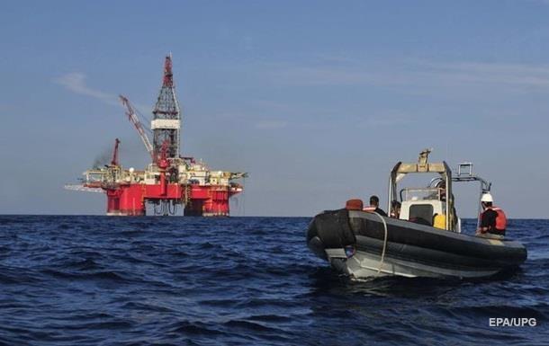 Нефть дорожает из-за урагана в Мексиканском заливе