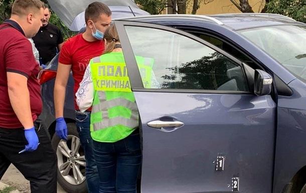 В Ужгороді обстріляли авто поліцейського начальника - журналіст