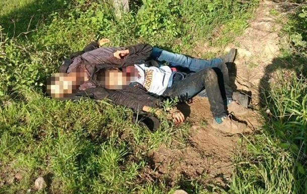 Ребенка нашли едва живым рядом с телом отца — их похитила мафия в Мексике