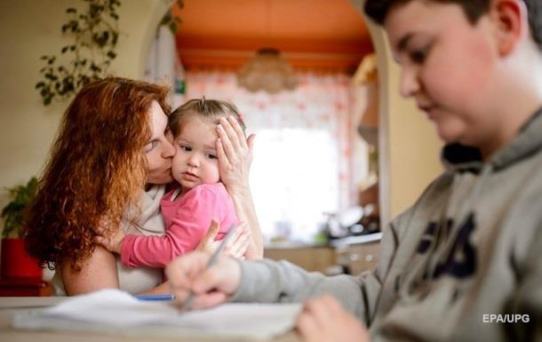 За п ять років українці отримали 100 млрд грн за народження дітей