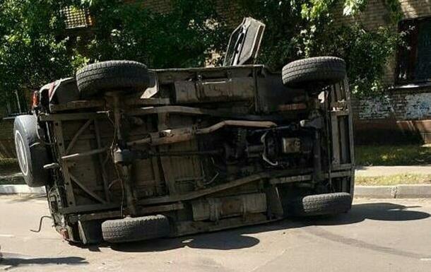 Военный автомобиль перевернулся в Северодонецке