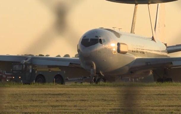 Американський військовий літак загорівся в повітрі