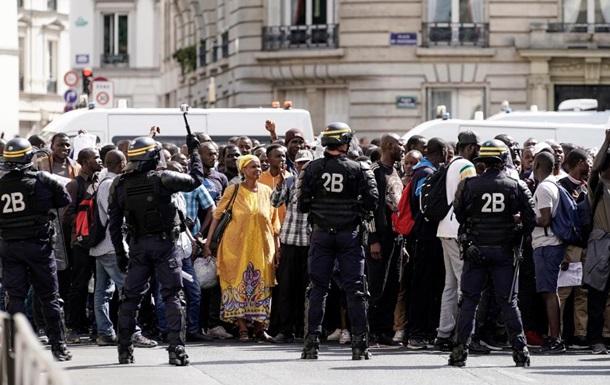 У Парижі мігранти заблокували Пантеон