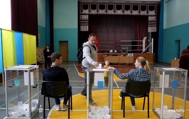 Місце голосування на виборах змінили майже 200 тисяч українців