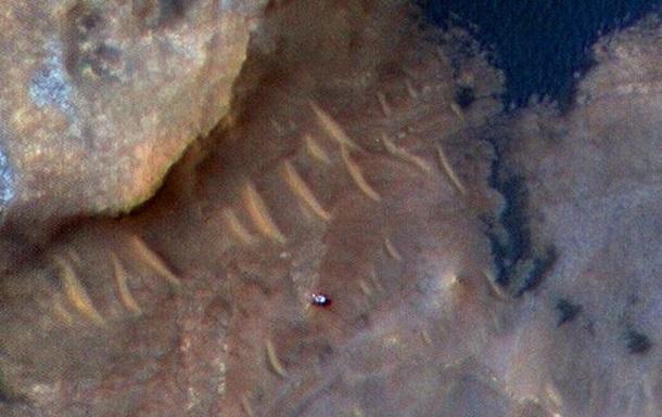 NASA показало Curiosity з орбіти Марса