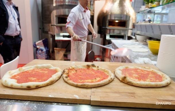 Десять человек отравились пиццей в Луцке